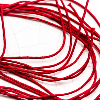 Bracelet lame de rasoir en Or porté avec cordon